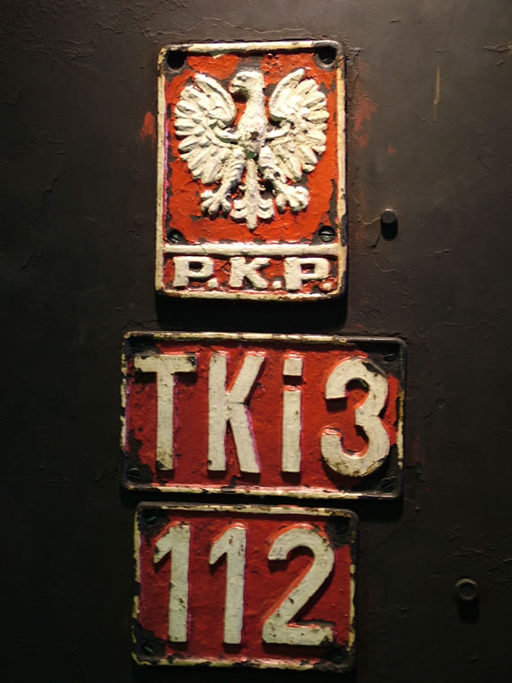 Photo: Engine plate