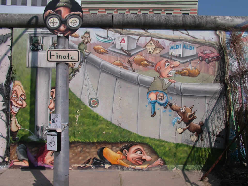 Photo: Berlin Wall Art 4/2006