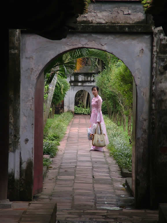 Photo: Woman in the grounds of Van Mieu (Temple of Literature), Hanoi
